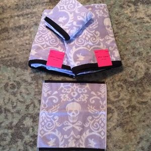 New Betsey Johnson 4 Piece Towel Set